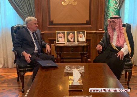 الجبير يبحث مع السفير الأمريكي في السعودية القضايا الإقليمية والدولية في وقت يشهد توترا بين إيران والولايات المتحدة