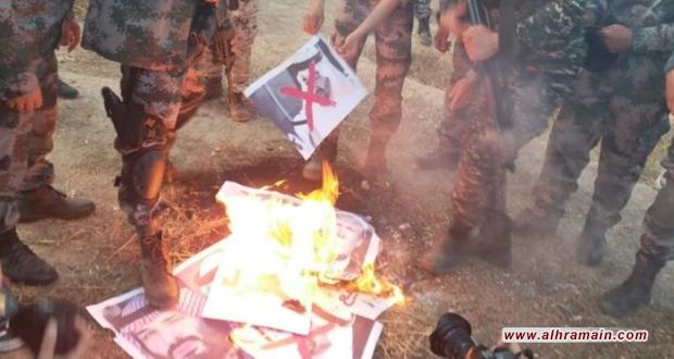 """فلسطينيون يحرقون صور قادة السعودية والامارات والبحرين ويصفونهم بـ """"الخونة"""""""