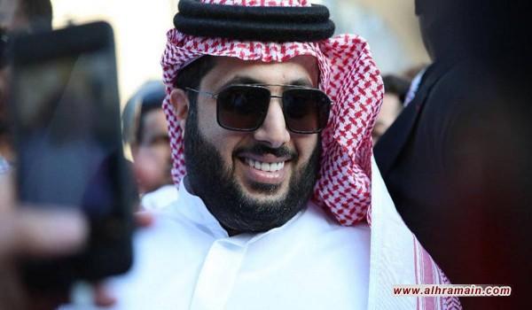 """سعوديون يعلنون غضبهم من """"تركي آل الشيخ"""" ويطالبون بإعفائه"""
