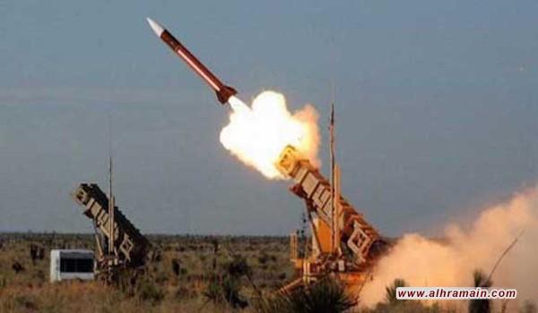 السعودية تعلن اعتراض صاروخ بالستي جديد اطلق من اليمن غداة مقتل ثلاثة مدنيين في جنوب المملكة إثر سقوط قذيفة أطلقها المتمردون الحوثيون