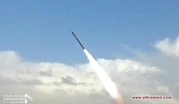 """صاروخ """"بدر1"""" الباليستي يضرب مدينة الفيصل العسكرية في جيزان"""