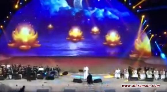 توقيف فتاة سعودية اقتحمت مسرحا بالطائف واحتضنت مطربا (فيديو)