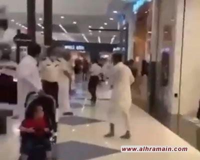 طعن 3 من رجال الامن في مجمع تجاري بالدمام والسبب توقيف امرأة وابنتها