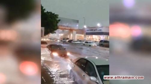 الأمطار تغرق شوارع الطائف وأبها